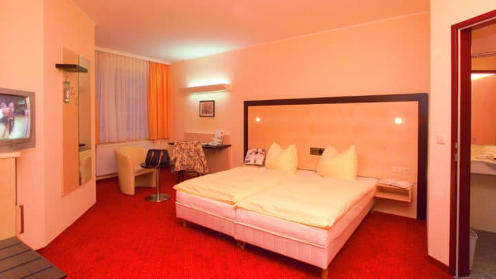 city-hotel - stockerau-doppelzimmer-gross.jpg